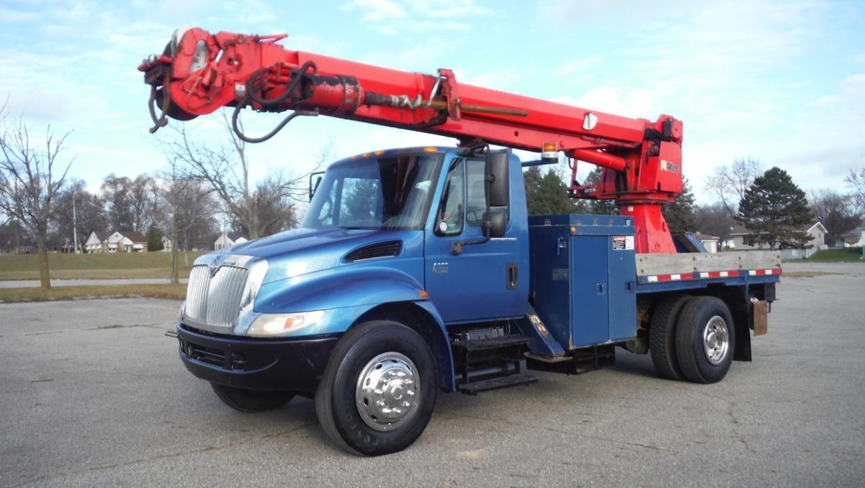 2007 International 4300  Crane Truck