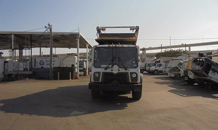 2013 Mack Mru613 Garbage Truck, 2