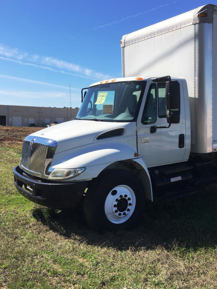 2007 International Durastar 4300  Box Truck - Straight Truck