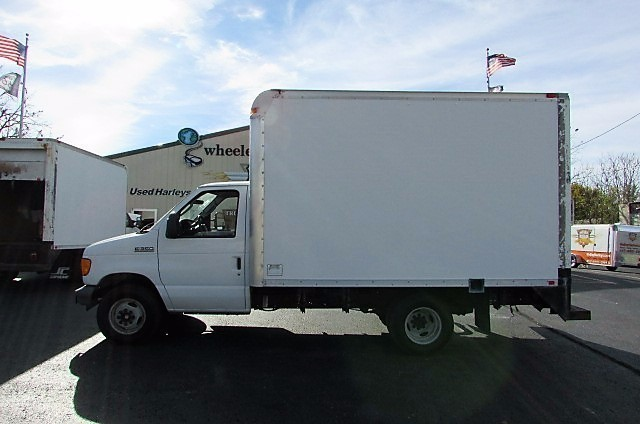 2007 Ford E350  Box Truck - Straight Truck