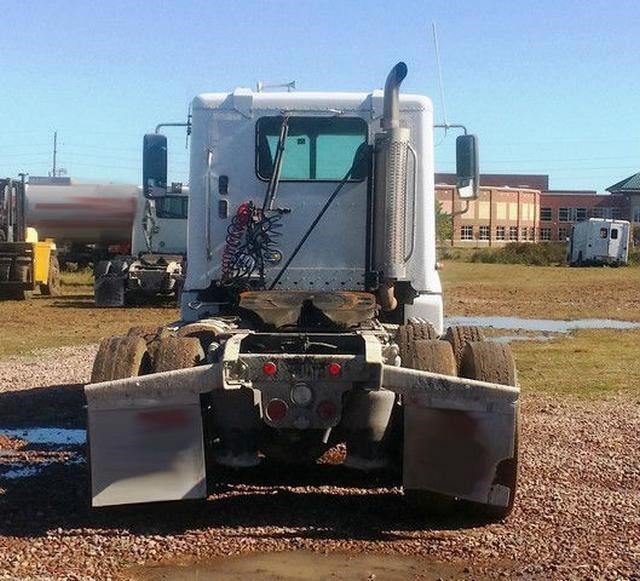 2003 Freightliner Columbia 120 Conventional - Day Cab, 5