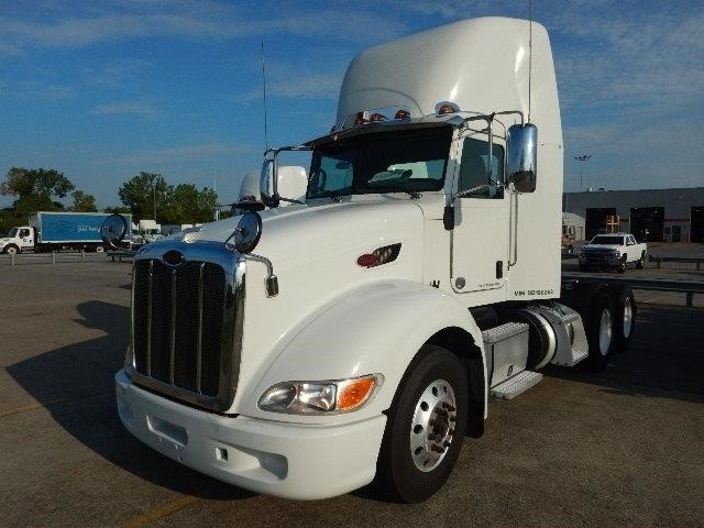 2013 Peterbilt 386  Conventional - Day Cab