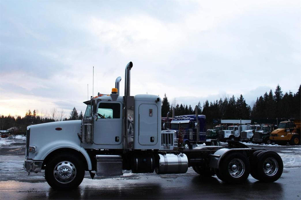 2014 Peterbilt 367 Conventional - Sleeper Truck, 3