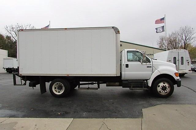 2005 Ford F750 Box Truck - Straight Truck
