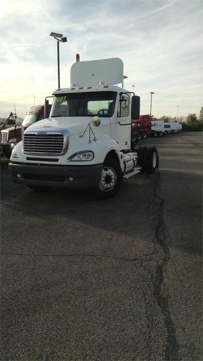 2007 Freightliner Columbia 112  Conventional - Day Cab