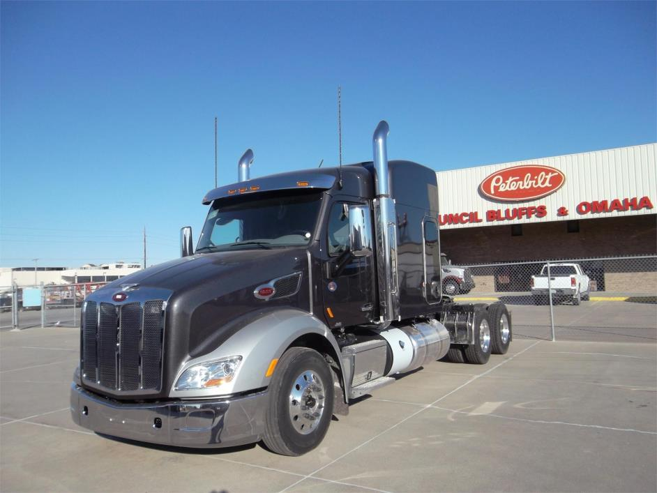 2018 Peterbilt 579  Conventional - Sleeper Truck
