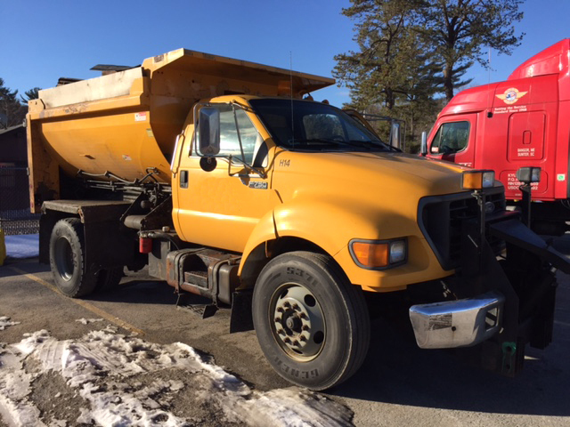 2000 Ford F750  Plow Truck - Spreader Truck