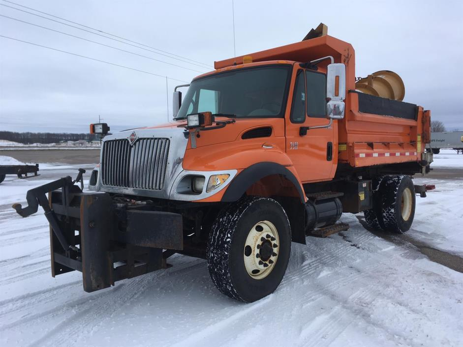2004 International Workstar 7400 Plow Truck - Spreader Truck