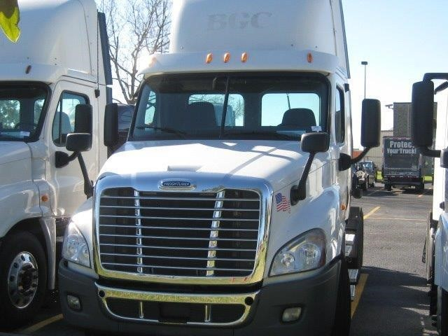 2012 Freightliner Cascadia Conventional - Day Cab, 2