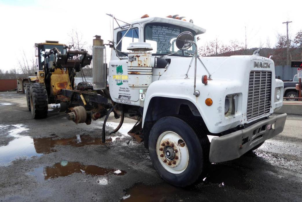 1988 Mack R-Model Salvage Truck, 1
