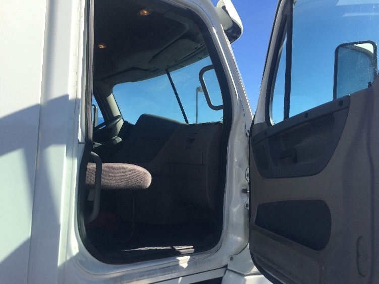 2011 Freightliner Cascadia Conventional - Day Cab, 5