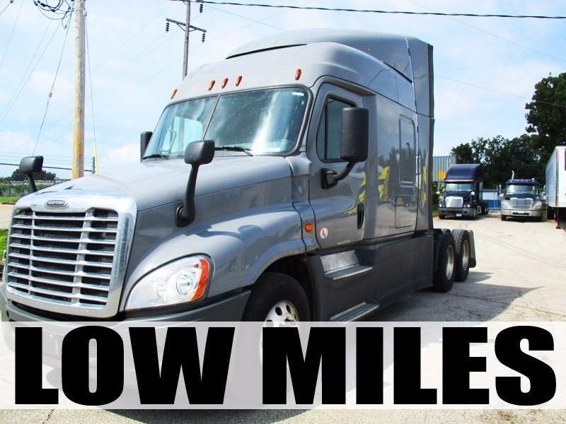 2016 Freightliner Cascadia Conventional - Sleeper Truck, 1