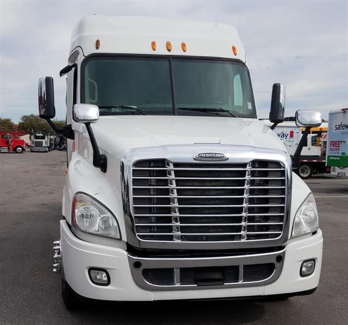 2014 Freightliner Cascadia Conventional - Day Cab, 2