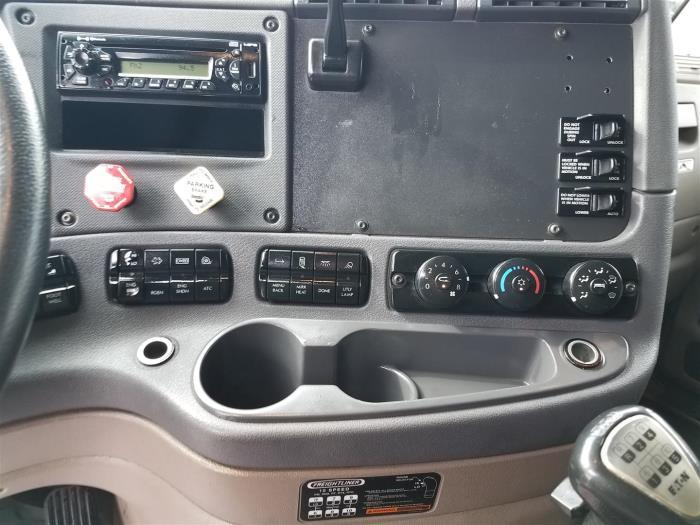 2014 Freightliner Cascadia Conventional - Day Cab, 7