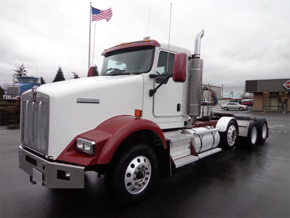 2005 Kenworth T800  Conventional - Day Cab