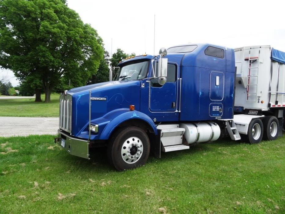2005 Kenworth T800  Conventional - Sleeper Truck