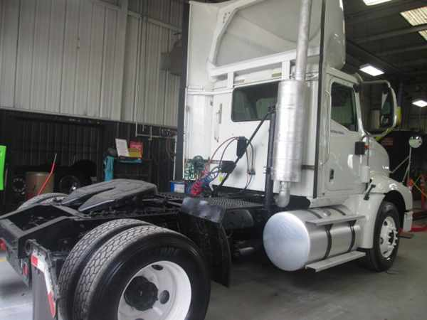 2007 International 9200 Conventional - Day Cab, 2