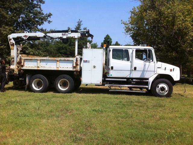 2001 Freightliner Fl80  Crane Truck
