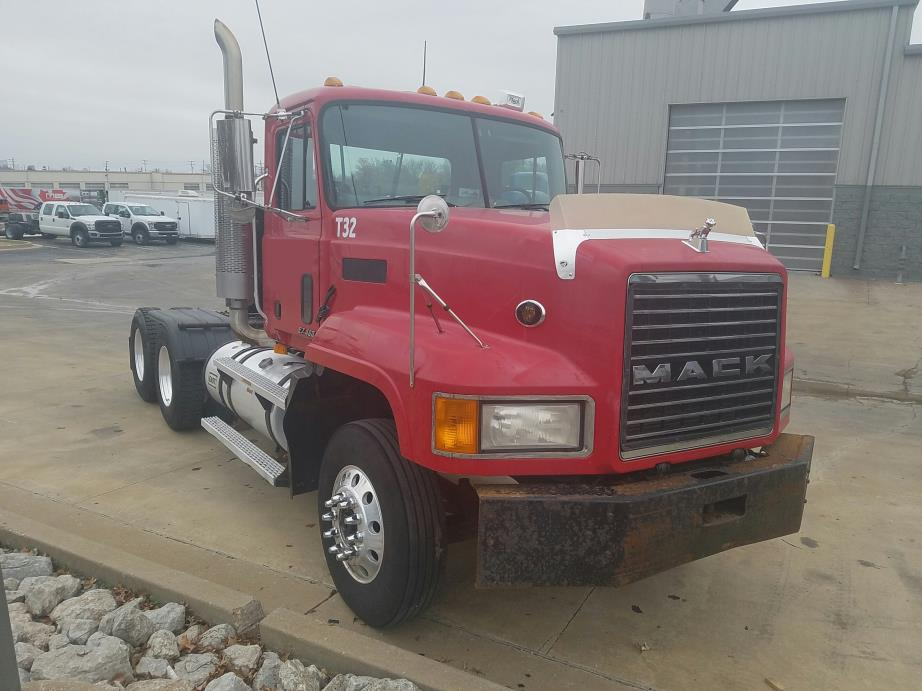 2000 Mack Cl713 Hauler