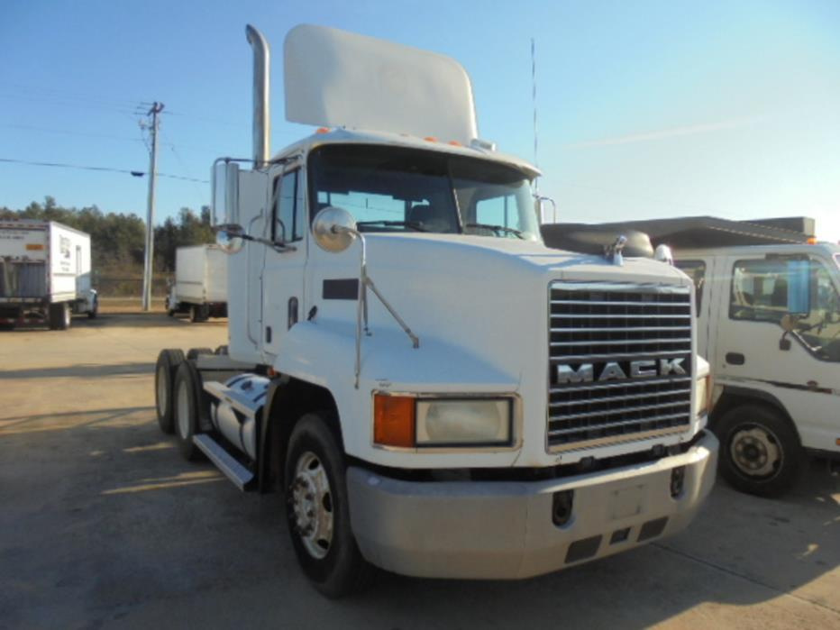 1999 Mack Ch613 Conventional - Day Cab, 3
