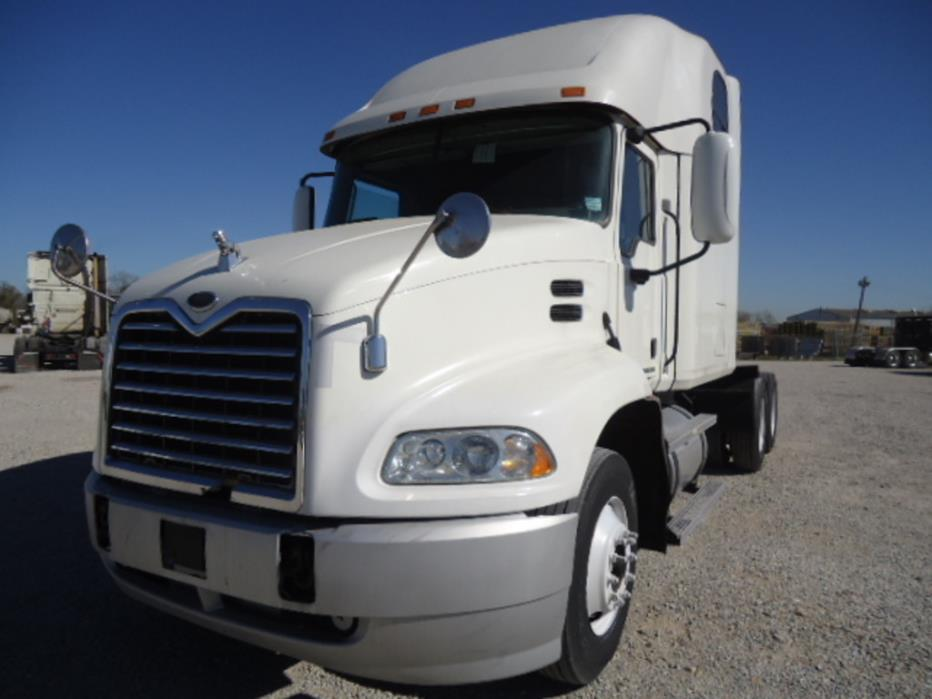2007 Mack Vision Conventional - Sleeper Truck