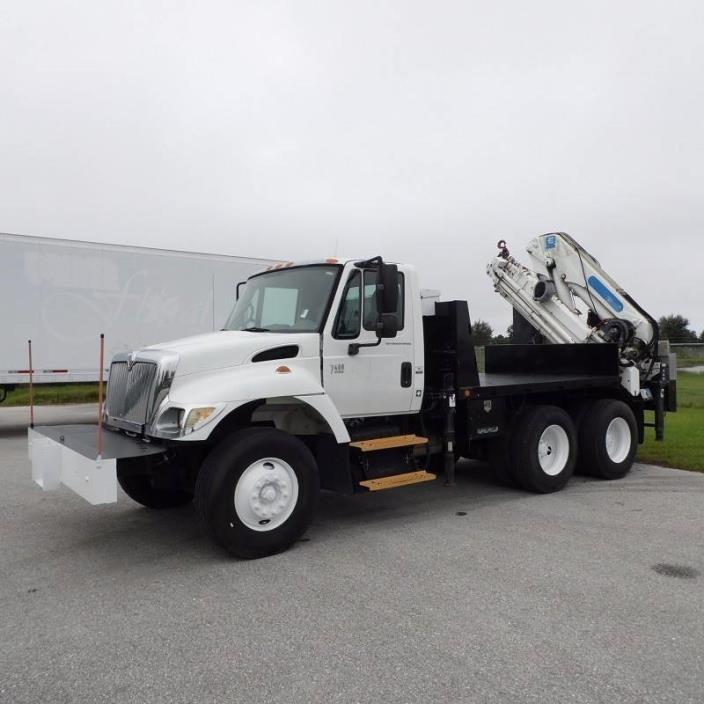 2003 International 7400 Crane Truck