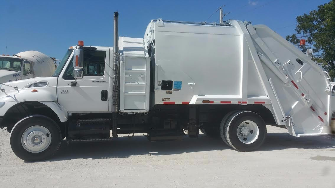 2004 International 7600 Garbage Truck