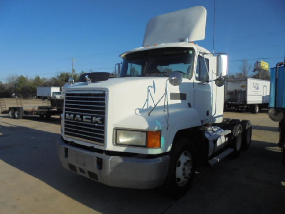 1999 Mack Ch613 Conventional - Day Cab, 1