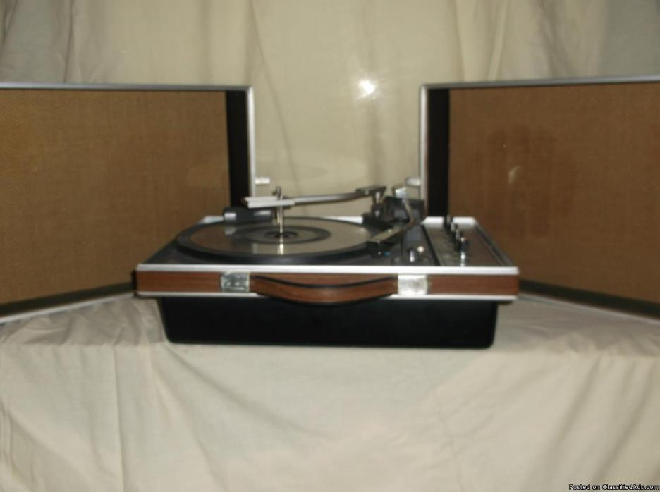 Portable GE 8/8 record player stereo