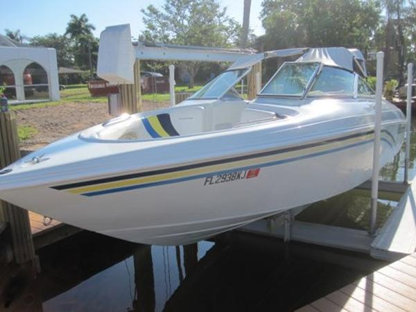 1998 VIP Vindicator 2440 Bowrider