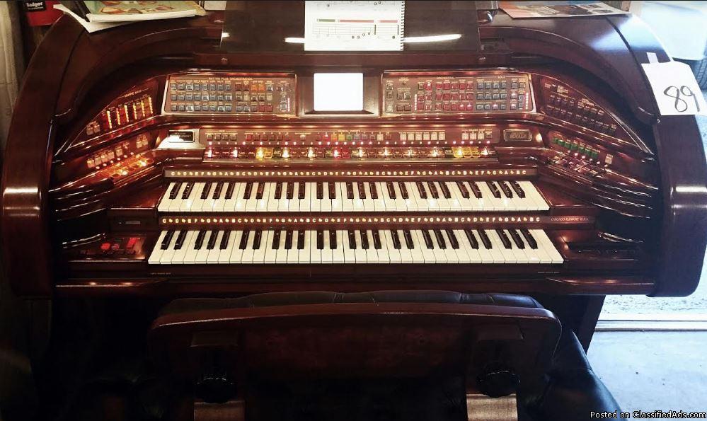 Like new Grand Royale SU600 Organ