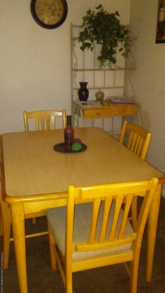 Dining room table and bakers rack
