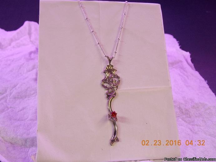Cast sterling pendant/w/sterling chain(64)