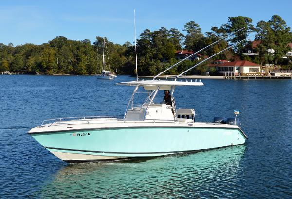 1999 Jupiter 27 Center Console Cuddy