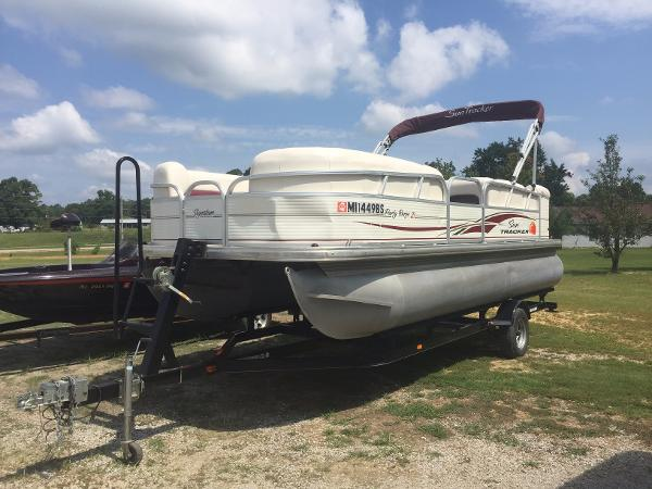 2010 SUNTRACKER Party Barge 21'