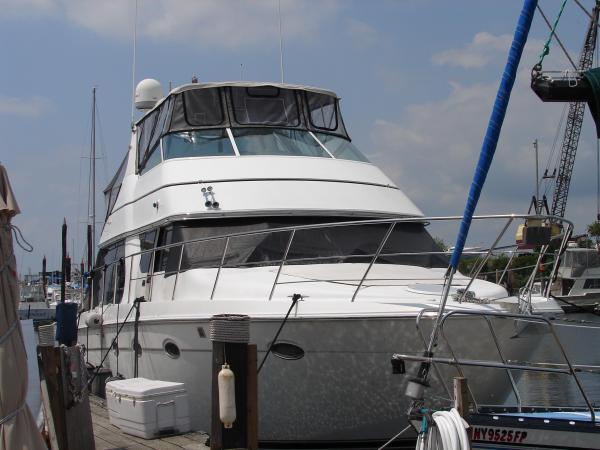 2000 CARVER YACHTS 450 Voyager - LOW HOUR / VERY CLEAN