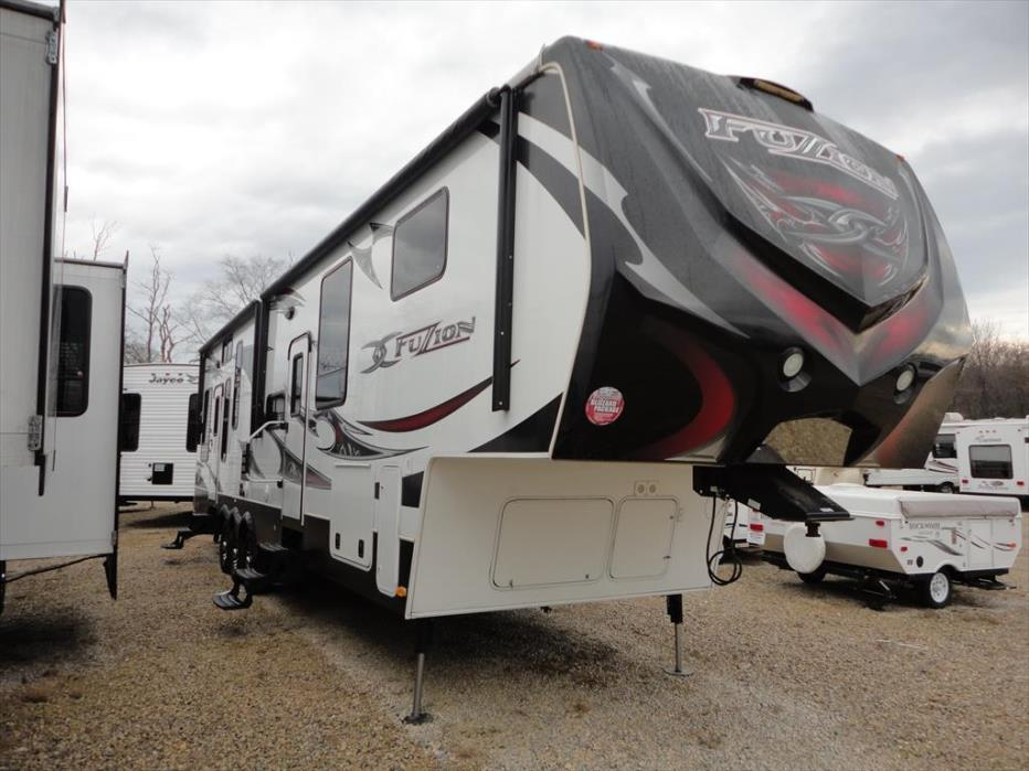2012 Keystone Fuzion 360 Queen Bed Double Slide-out