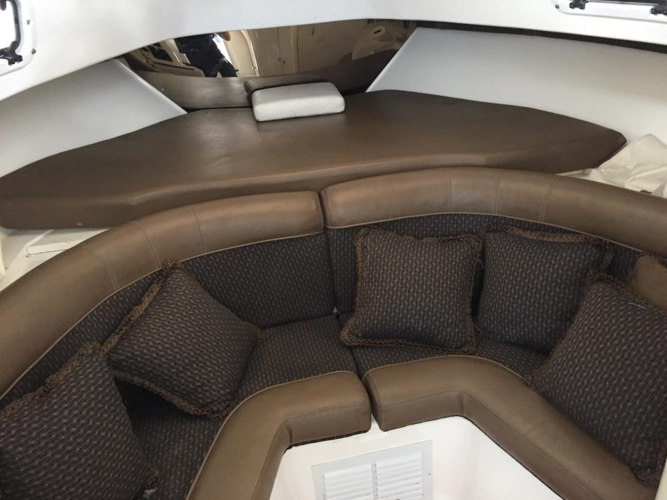 2002 Intrepid 339 Center Console
