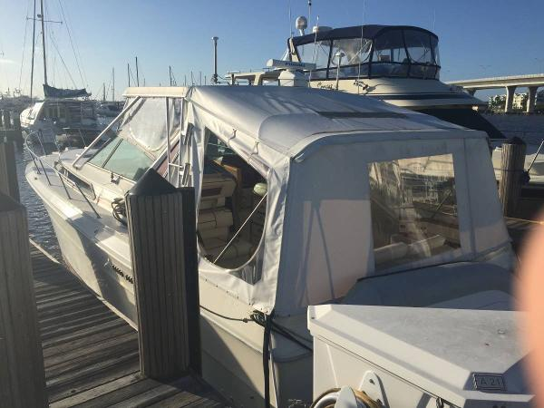1985 Sea Ray 390 Express Cruiser