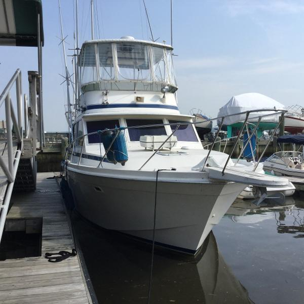 1985 Chris Craft 382 Commander