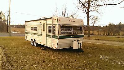 Vintage 1976 Holiday Rambler Camper trailer