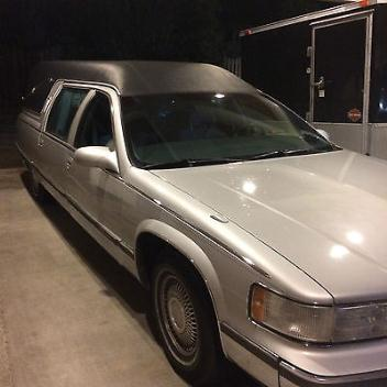 Cadillac : Fleetwood Hearse 1996 cadillac federal hearse silver w black top good cond only 2 owners