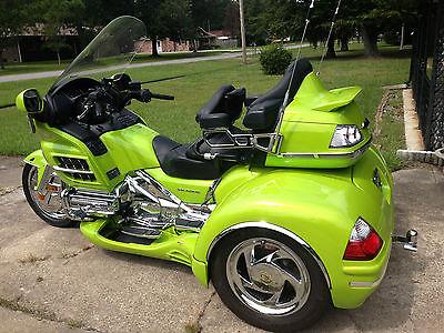 Honda : Gold Wing 2007 custom lime green goldwing show trike with matching escapade trailer