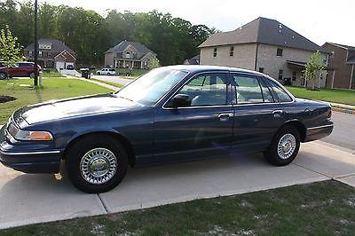Ford : Crown Victoria Sedan 1997 crown vic