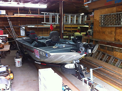 1989 BASS TRACKER PF 16   LOADED!!     15 HP EVINRUDE  EXELLENT GARAGE KEPT COND
