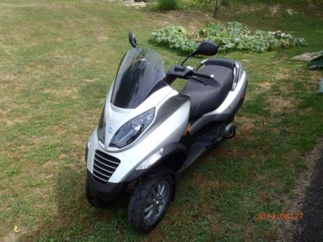 2009 piaggio motorcycle 250 cc fully automatic, 3 wheels