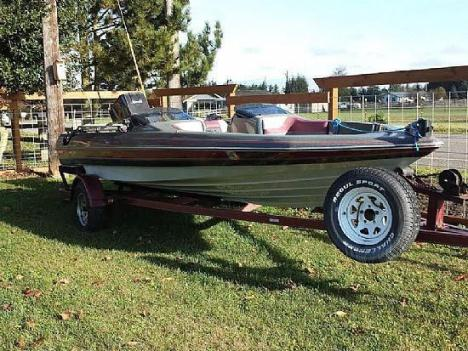 18' 1989 Quantum Bass Boat