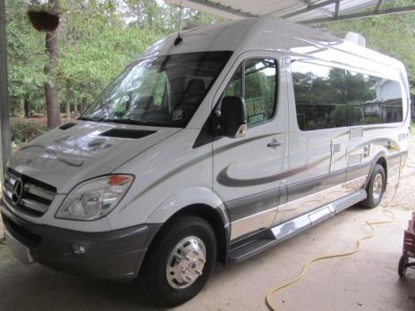 2012 Winnebago ERA 70X