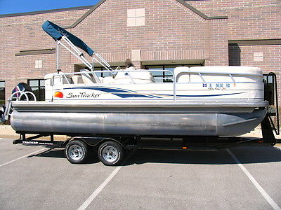 2008 Sun Tracker 22' Party Barge Signature Pontoon. 90 HP Merc. Includes TRAILER