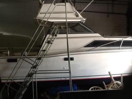1978 Trojan 26ft. F26 Express Cabin Cruiser